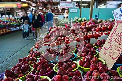 fraises au marché